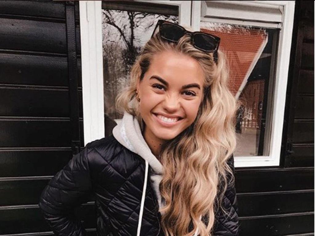 Former Miss Teen Universe  Lotte van der Zee  19 and Margaret Maurer 21 1_sbp_10