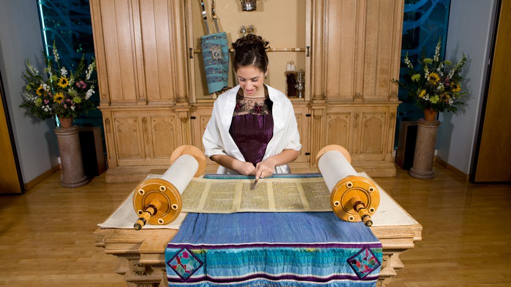 Ultra orthodox Jewish girl Mindel Shavy Panet & Leah Levy leaves Judaism for Jesus a theory  Bat-mi10