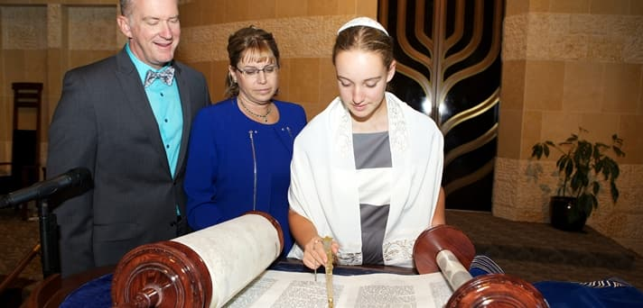 Ultra orthodox Jewish girl Mindel Shavy Panet & Leah Levy leaves Judaism for Jesus a theory  Es_mit10
