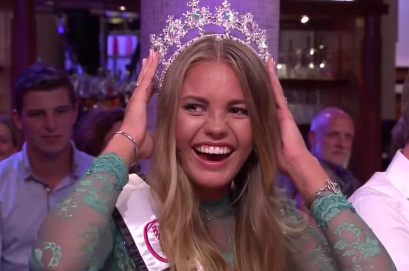 Former Miss Teen Universe  Lotte van der Zee  19 and Margaret Maurer 21 F588f010