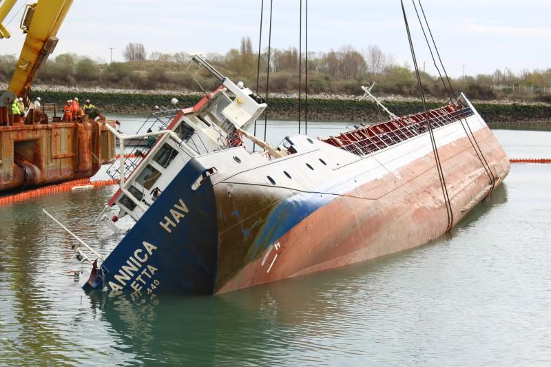 Accidents et tempêtes en mer : les news - Page 16 28365210