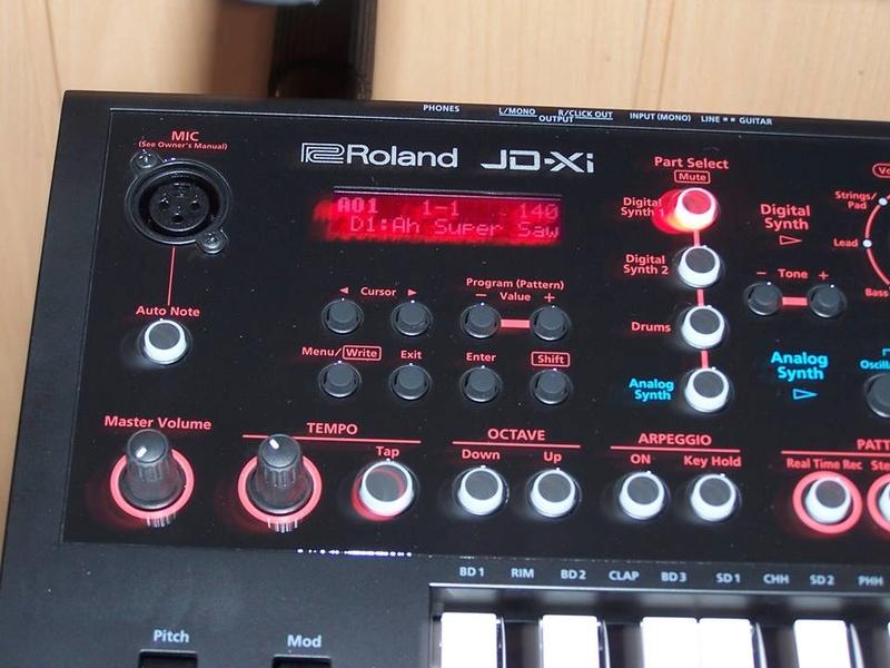 Trombi de vos instruments - Page 5 Jdxi10