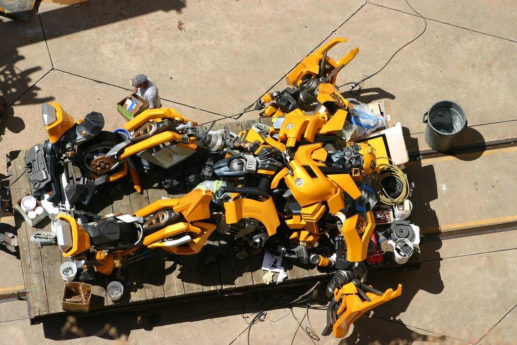 Imaginez être réalisateur.... que changeriez-vous aux films TF? ou/et Votre scénario de rêve du prochain film Transformers? Bumble10