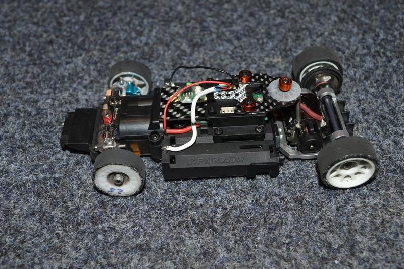 A vendre MR03 charbon chassis PN Dsc_0022