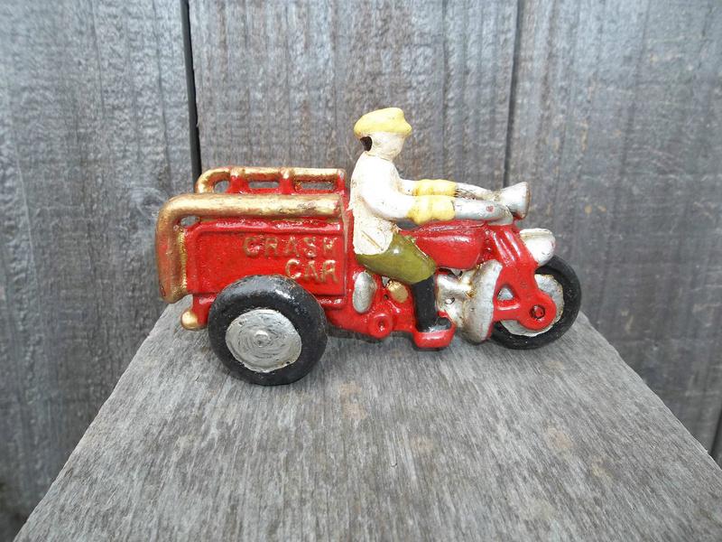 Jouets, jeux anciens et miniatures sur le monde Biker - Page 22 Cast-i10