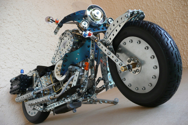 Jouets, jeux anciens et miniatures sur le monde Biker - Page 22 Harley13