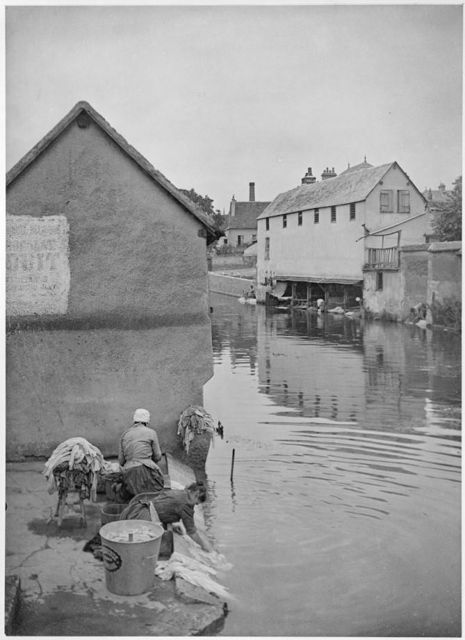 Lavage du linge à la rivière , Chartres en 1903 Jour-l10