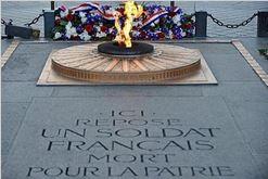 CÉRÉMONIE : Ravivage de la Flamme de l'Arc de Triomphe par l'Association des soldats disparus en Algérie (SOLDIS ALGERIE) à Paris le 30 avril 2018 à 18h00. 111pla10