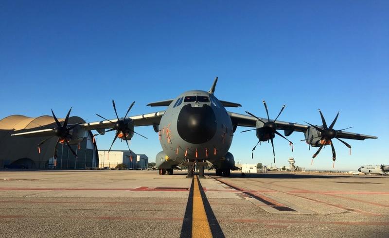 """A400M, l'Airbus militaire de pointe : """"L'ATLAS"""" C'est le nouveau cargo du ciel, pour l'armée de l'air. Un monstre d'acier et d'électronique, qui repousse les limites des avions de transport militaire. A400m110"""