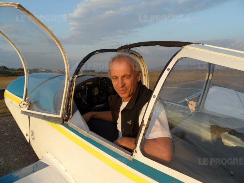 À 19 ans, Pascal Decombe effectue une préparation militaire chez les parachutistes.  A_pm_p10