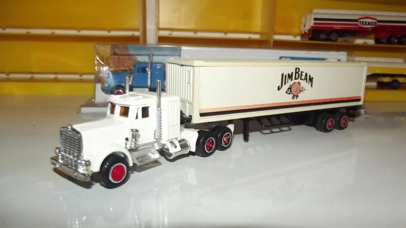 N°604 Kenworth + semi remorque container  ( version lisse ) Dscf2536