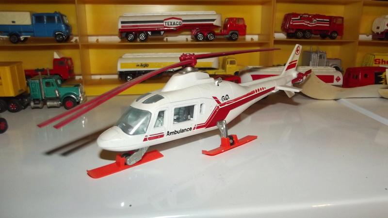 N°3043 Hélicoptère Agusta 109 Dscf2810