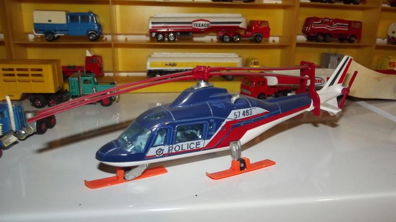 N°3043 Hélicoptère Agusta 109 Dscf2811
