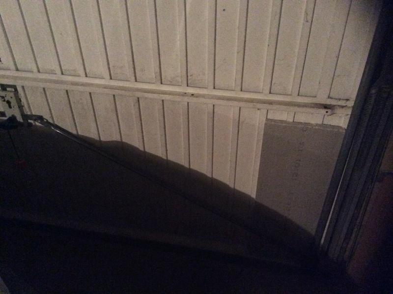 isolation porte de garage au sous-sol Img_3210
