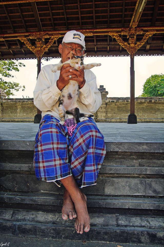 Le gardien du temple et son chat Imgp2514