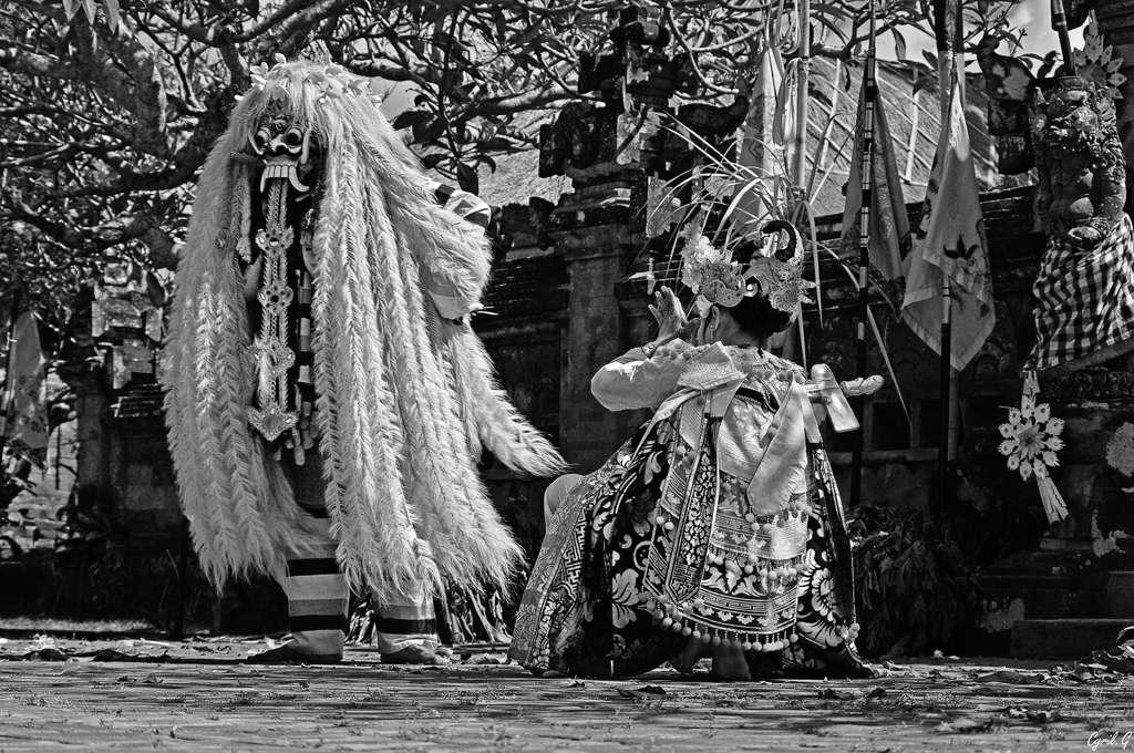 Danse du Barong + ajout NB Imgp9011