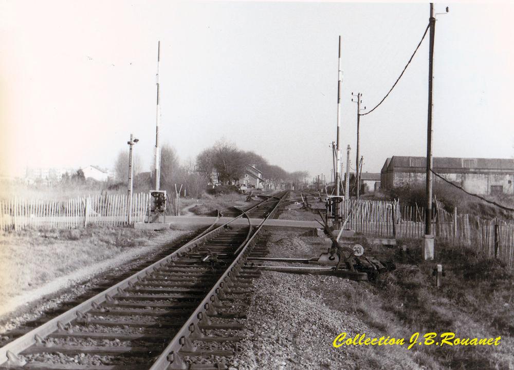 Quizz ,une gare Midi dans la campagne... Gare_m10