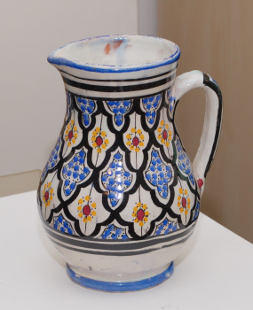 White glazed painted earthenware jug, signed CAVI? - Safi, Morocco?  Dsc_7414