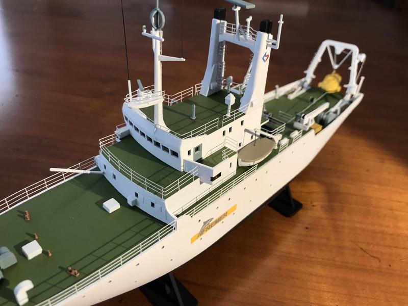 Navire de recherche du TITANIC, LE SUROIT 1/200ème Réf 80615 et PE ARSENAL  Img_4220