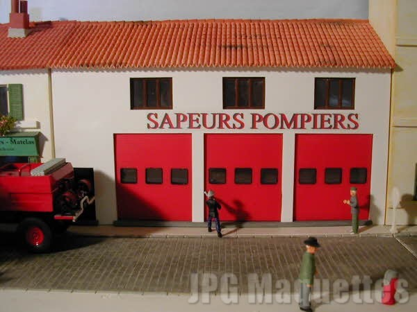 Caserne pompiers 1/43e - Page 4 Casern11