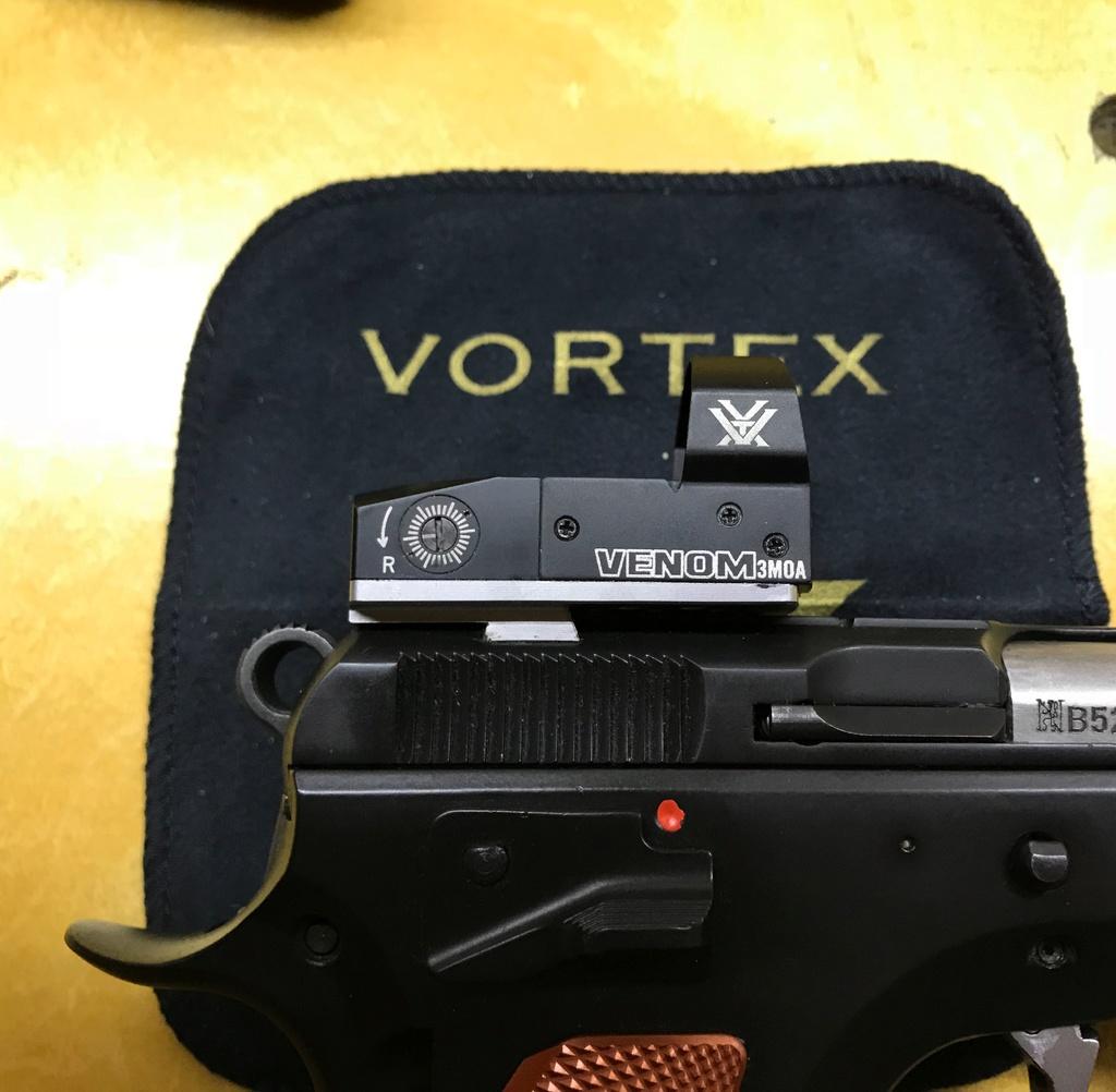 Optic Ready Handgun. Je pourrai pas m'empêcher bien longtemps. 1d257b10