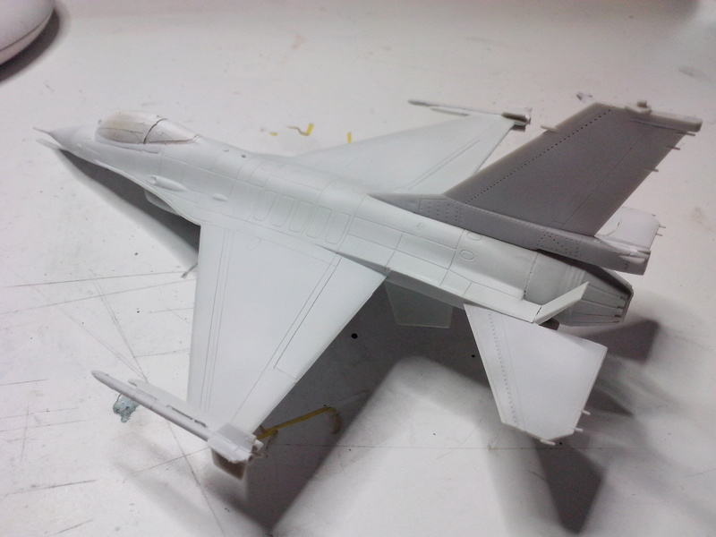 "F-16 AM ""Solo Display 2015 Blizzard"" (Revell) Img_2010"