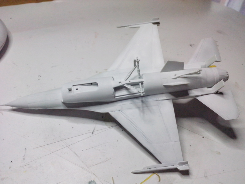 "F-16 AM ""Solo Display 2015 Blizzard"" (Revell) Img_2011"