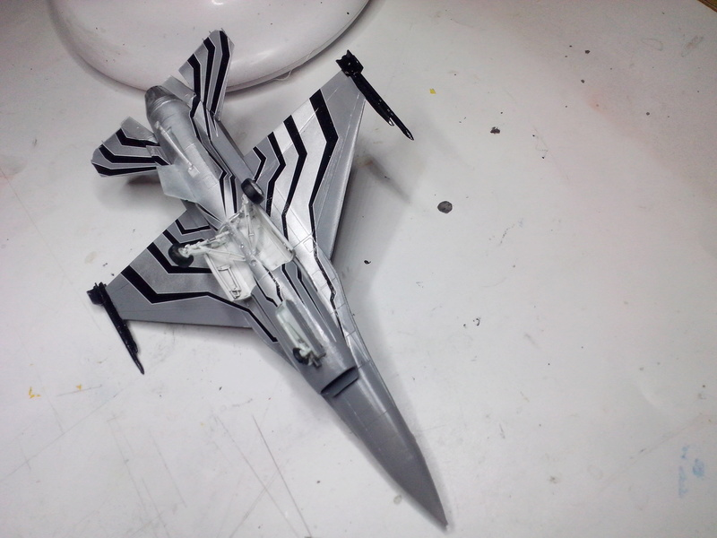 """F-16 AM """"Solo Display 2015 Blizzard"""" (Revell) - Page 2 Img_2051"""