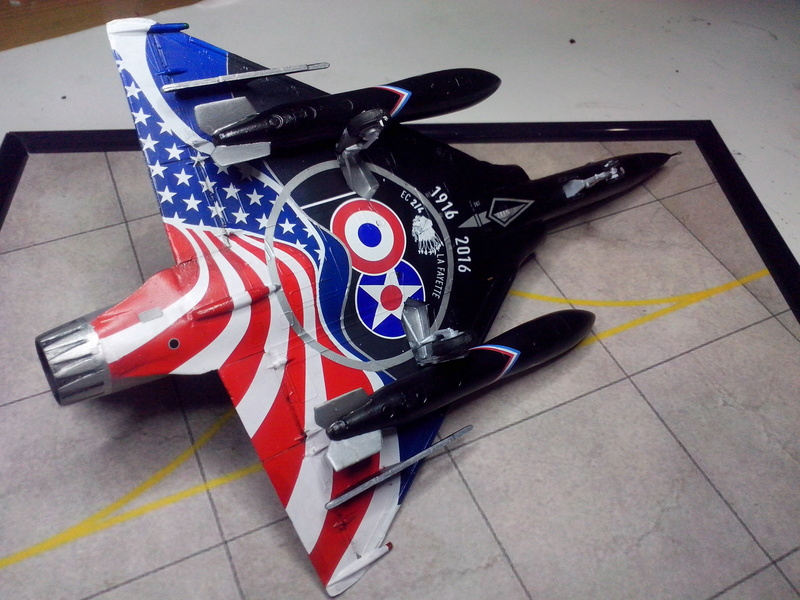 """Mirage 2000-N Ramex Delta  """"100 ans EC2/4 La Fayette"""" (Heller) - Page 2 Img_2095"""