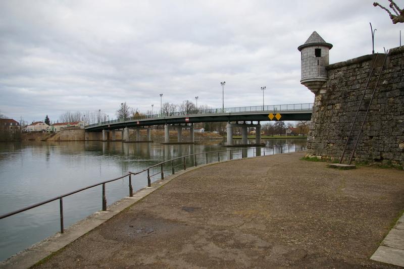 [ouvert] Les ponts anciens ou nouveaux - Page 19 Imgp1811