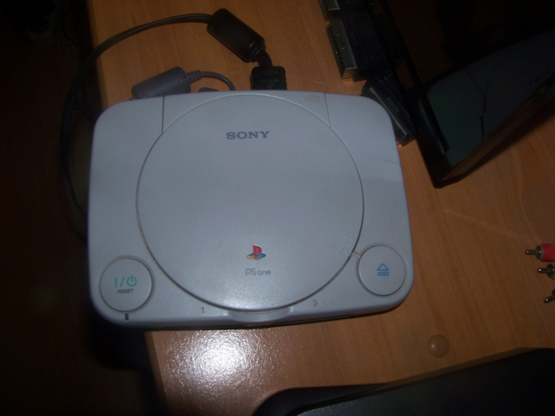console et jeux sony playstation one (PSone) 100_2032