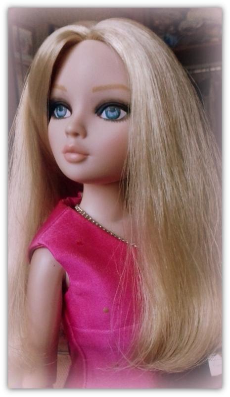 Mes poupées Ellowyne Wilde. De nouvelles photos postées régulièrement. - Page 23 20180370