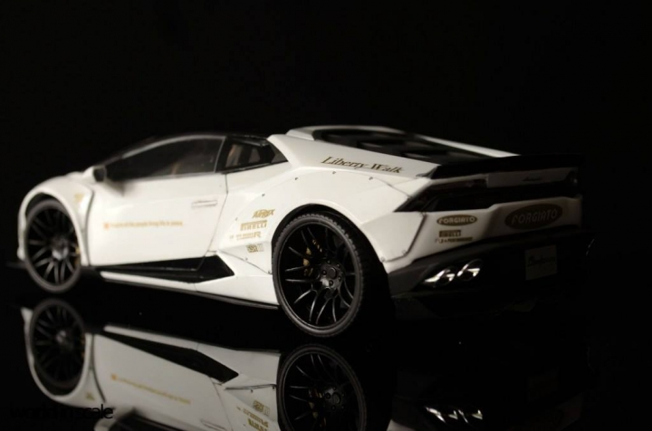"Lamborghini Huracán ""Liberty Walk"" - 1/24 by Aoshina + Hobby Design 1211"