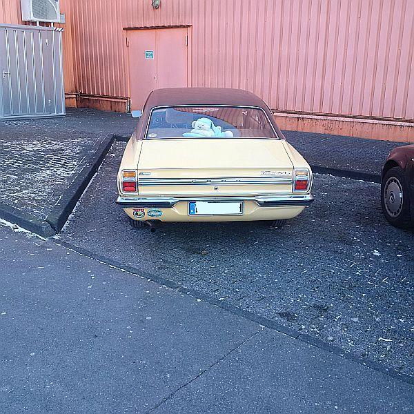 Ford Taunus XL - auf dem Parkplatz schnappgeschossen Img_2012