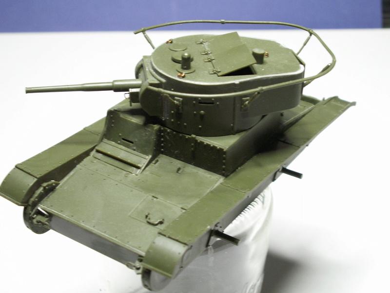 Gb épaves  deux chars russes le light tank t-26 et le lourd kv-2 de Zvezda au 1:35 Pict0922