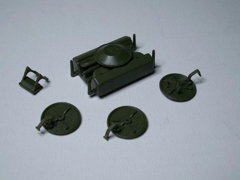Gb épaves  deux chars russes le light tank t-26 et le lourd kv-2 de Zvezda au 1:35 Pict0941