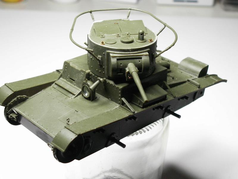Gb épaves  deux chars russes le light tank t-26 et le lourd kv-2 de Zvezda au 1:35 Pict0942