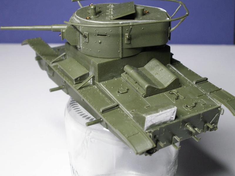 Gb épaves  deux chars russes le light tank t-26 et le lourd kv-2 de Zvezda au 1:35 Pict0943