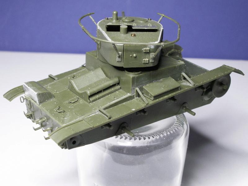 Gb épaves  deux chars russes le light tank t-26 et le lourd kv-2 de Zvezda au 1:35 Pict0945