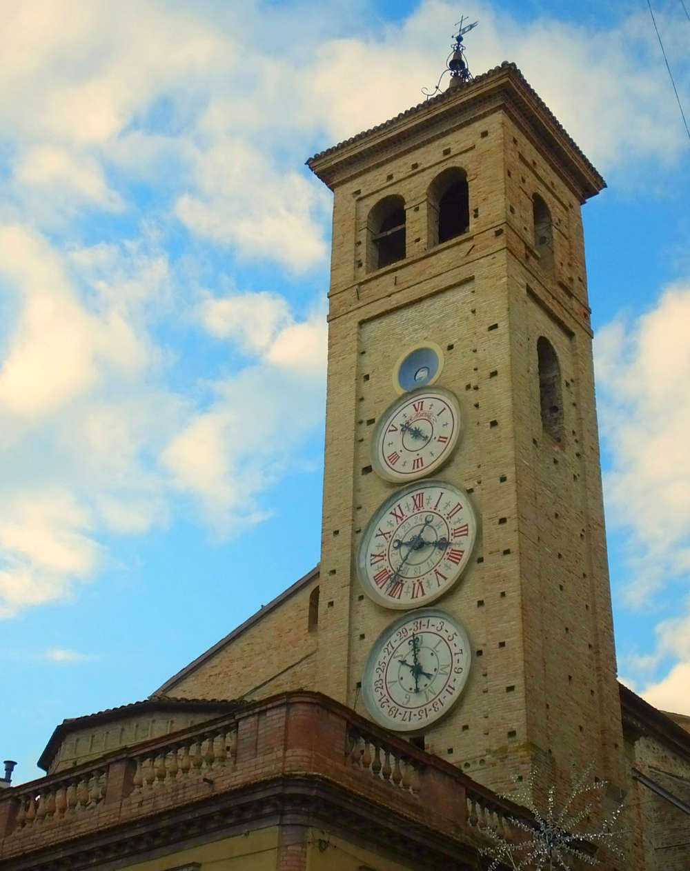 Les cadrans du clocher de l'eglise de Tolentini - Italie Dscf9610