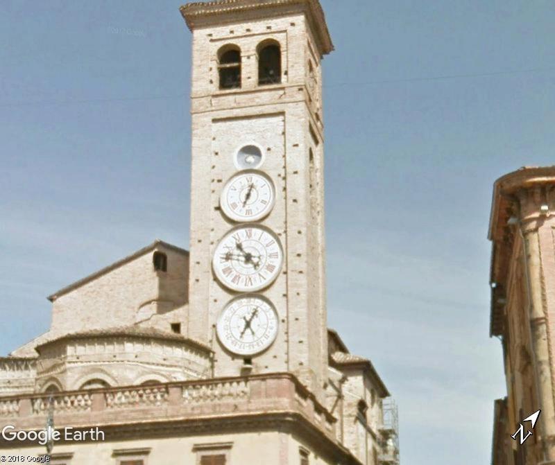 Les cadrans du clocher de l'eglise de Tolentini - Italie Www124