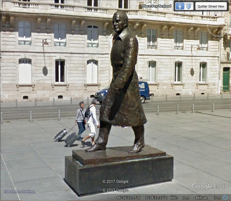 La statue de Jacques Chaban-Delmas à Bordeaux - Gironde - France Www72
