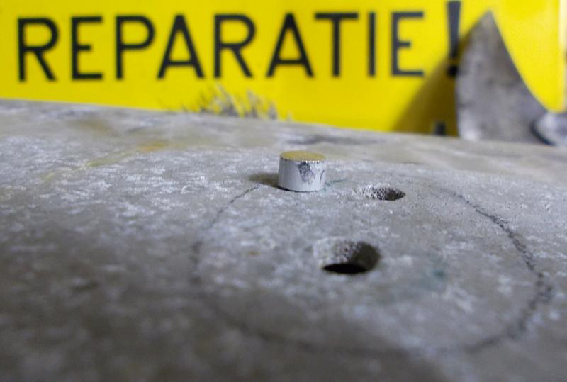 Bouchez des trous dans le tableau de bord Rep1110