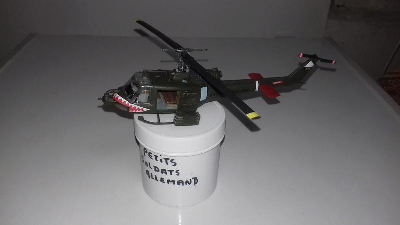 Hélicoptère UH-1C Huey 1811
