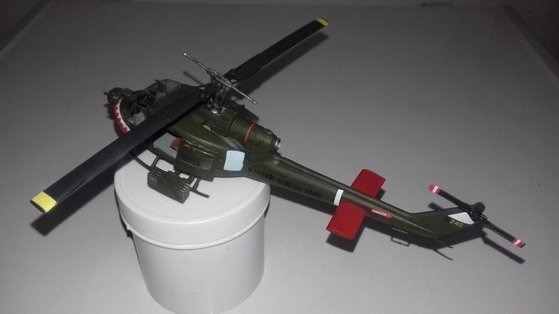 Hélicoptère UH-1C Huey 2311