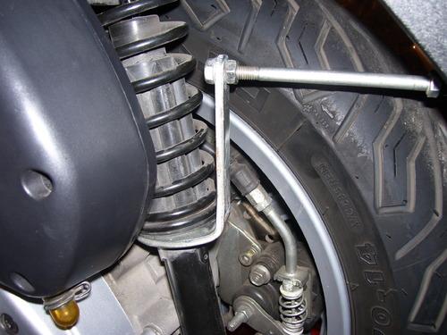 A quoi sert la clef plate qui se trouve sous la selle A222