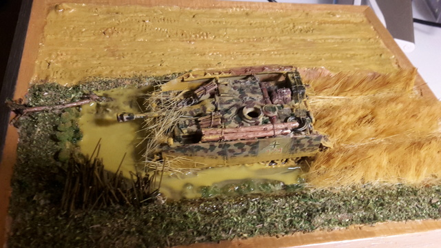 Eine helfende Hand, Hans ? (un coup de mains  Hans ?) - Panther et Stug III Revell 1/72 FINI ! 10-12-11