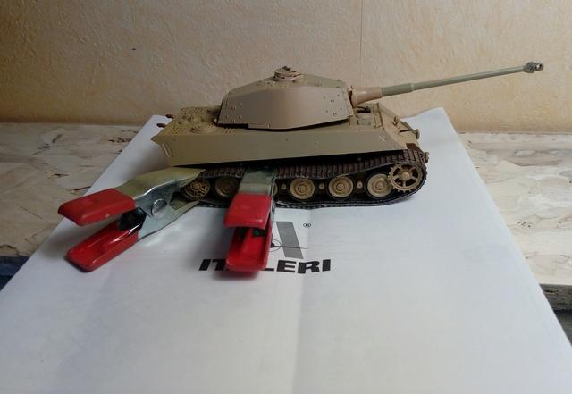 Sd.Kfz. 182 - Pz.Kpfw. VI King Tiger - Italeri - 1/72 27-03_11