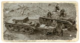 Sd.Kfz. 182 - Pz.Kpfw. VI King Tiger - Italeri - 1/72 - Page 2 Auftan17