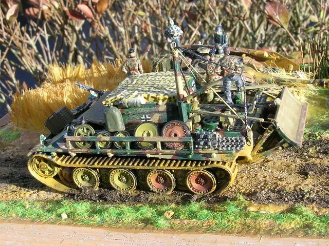 Eine helfende Hand, Hans ? (un coup de mains  Hans ?) - Panther et Stug III Revell 1/72 FINI ! Dioram13